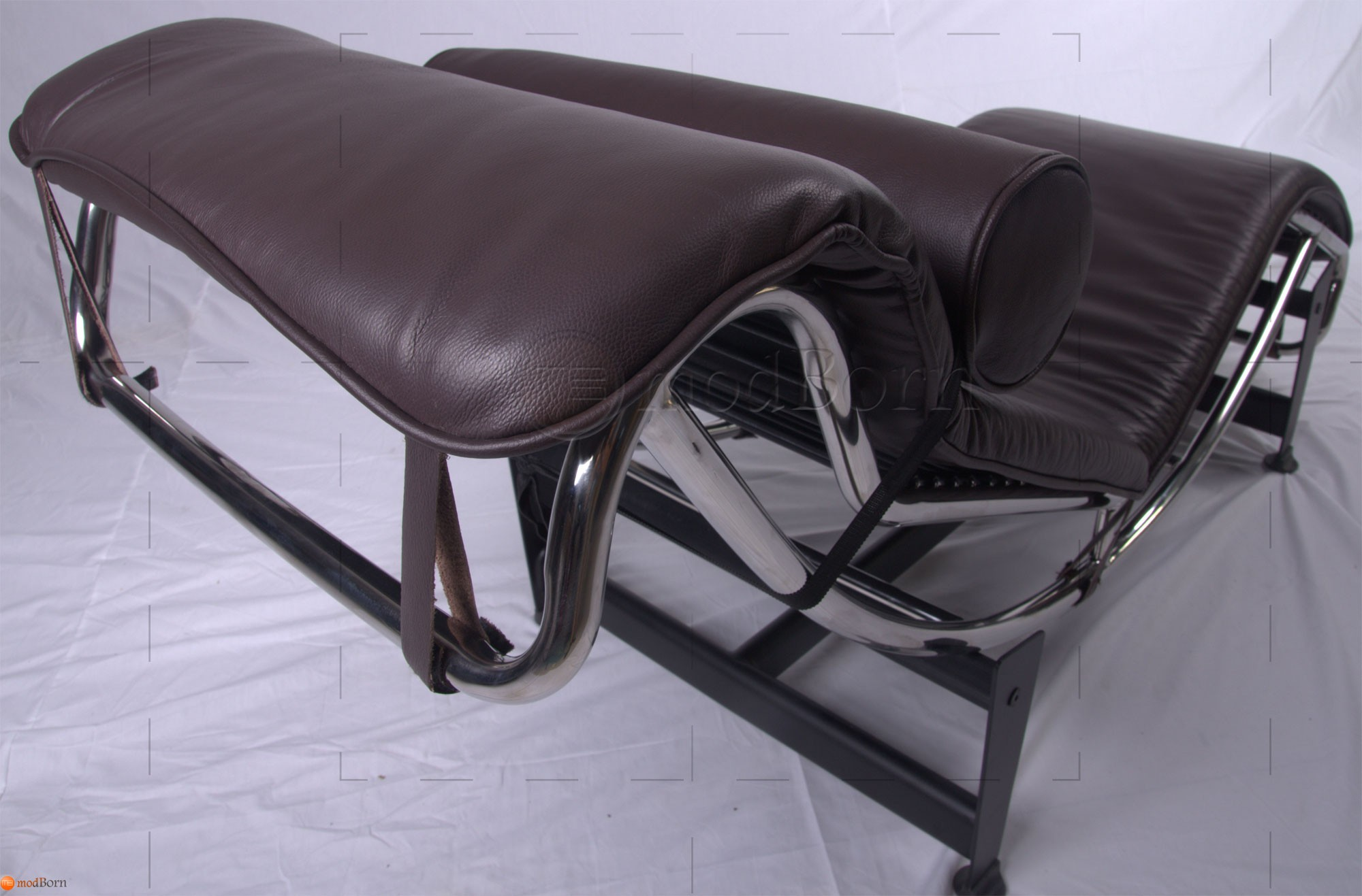 Le corbusier style lc4 chaise lounge brown leather for Brown leather chaise lounge